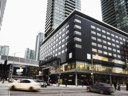 Le Germain Hotel Maple Leaf Square