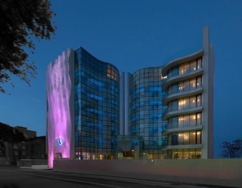 i-Suite Hotel