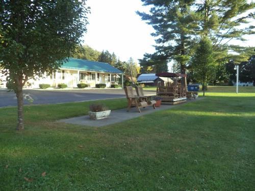 Weathervane Motel Lanesboro
