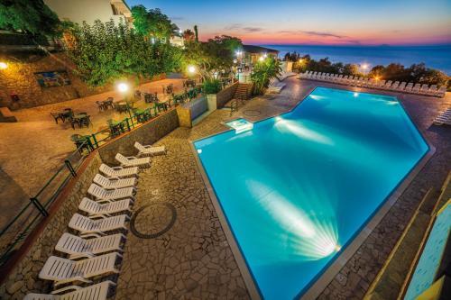 Baia Calavà Hotel e Residence