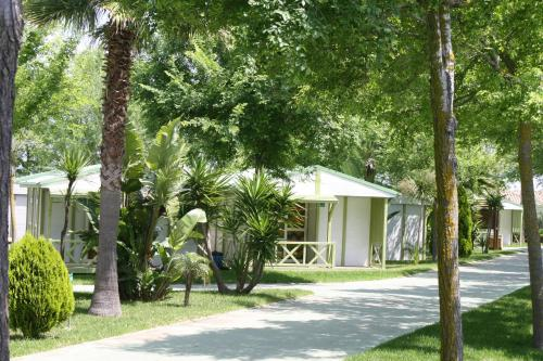 Description for a11y. Camping-Bungalows El Faro