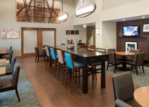 Hampton Inn & Suites St. Louis at Forest Park