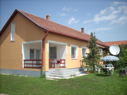 Abádi Karmazsin ház