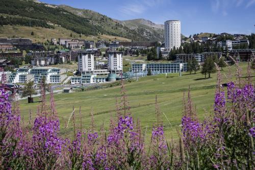 I 10 migliori hotel con piscina di sestriere italia for Villaggio olimpico sestriere