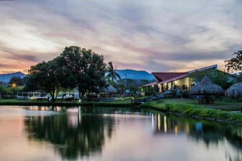Los 10 mejores hoteles con piscina de mariquita colombia for Hoteles en o grove con piscina