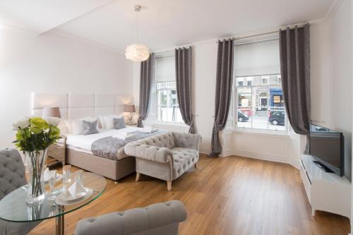 Edinburgh Castle Apartments