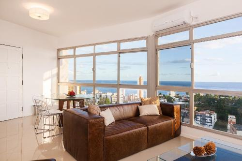 Luxury Surround Sea View Apartment