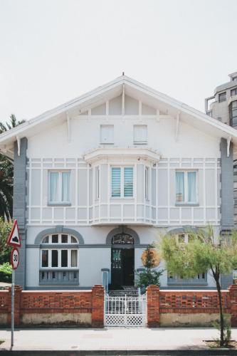 Los 10 mejores hoteles de playa de asturias hoteles de costa en asturias espa a - Hotel salinas asturias ...