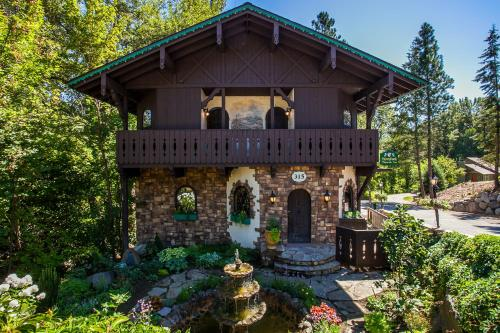 Storybook Riverside Inn