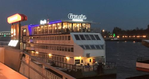 ブラチスラヴァ県の船上ホテル。...