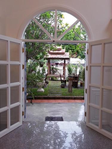 Chiangmai Singharat Road Villa