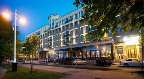 Tom River Plaza Hotel