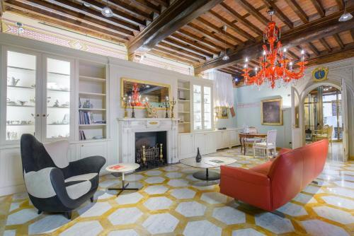N.15 Santori Luxury Home
