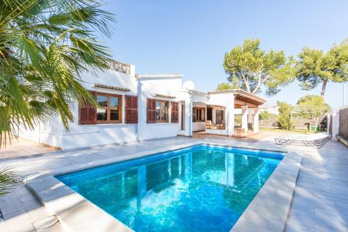 Chalet Falcó with Private Pool and Garden