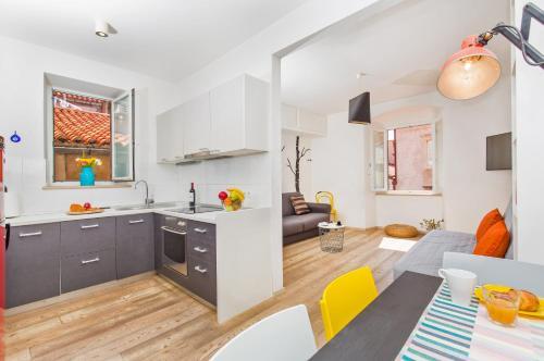 Apartment & Room Joy