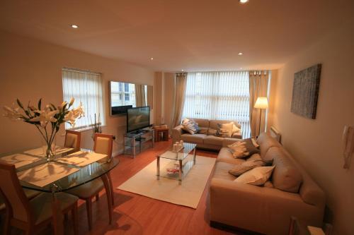 Newly Refurbished Modern Quayside Apartment