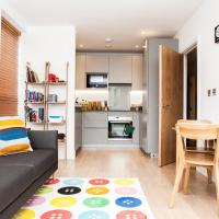 Colourful Modern Brixton 2-Bed with Balcony