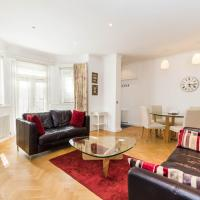 Luxury 2BD garden flat in Chelsea