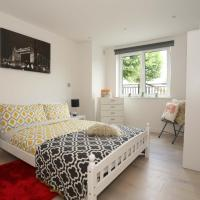 Bright Luxury Flat with easy access around London
