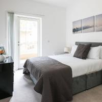 Two Bed Apartment On the Marina