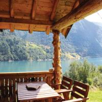 Two-Bedroom Holiday home with Sea View in Fjærland