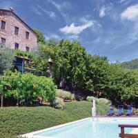 Three-Bedroom Apartment Camaiore -LU- with a Fireplace 06