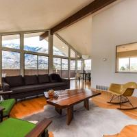 Four-Bedroom Vacation Home with Views of Alta