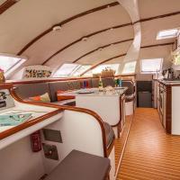 Catamaran Angelique II Cabins
