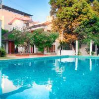 Villa close to quiet Osho Beach