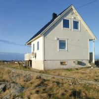 Three-Bedroom Holiday Home in Mausund