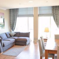 Stunning Newly Refurbished Thameside Apartment