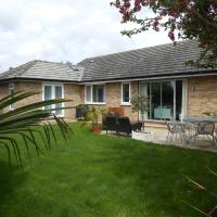 Luxury 4 Bed 3 Bathroom Bungalow , South West of London, The Dapples