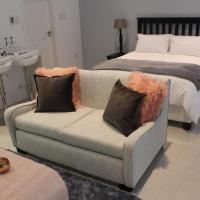 Pat Luxurious Studio
