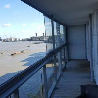 2-bedroom apartment on the River Thames