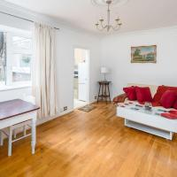 Bright 1 bed, 2 bath sleeps 4 in trendy Hampstead