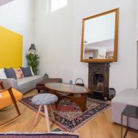 2-Bedroom Flat in Shepherd's Bush with Patio