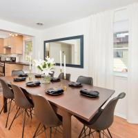 Four Bedroom/10Bed, 2 Bath with Private Parking! 10 Minute to Manhattan.