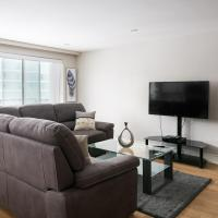 Luxury 2 Bedroom Condo Golden Square Mile - 08
