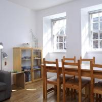 Spacious Historic 2-bed flat on the Royal Mile