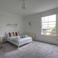Chevy London 2 Bedroom Family Apartment