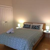 Sunny Convenient Family Getaway in Box Hill
