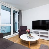 Modern 3BR Flat in Stratford with Balcony!