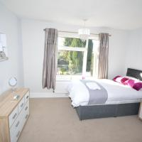 ★ Sleeps 7 ★near town centre ★ off road parking ★