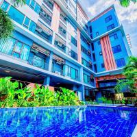 Quiet apartment with pool/gym near night bazaar (free bikes)