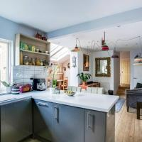 Bright 3 Bedroom Trendy Home by Hampstead