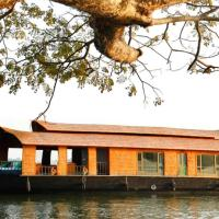 Houseboat with free breakfast in Alappuzha, by GuestHouser 40341