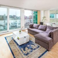 Light modern flat with Balcony over River Thames!