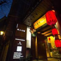Fenghuang Poshan Inn