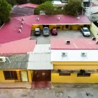 Mados Hotel Tamarindo