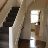 Lovely 4 Bedroom House, sleeps 7, minutes from M4, J37